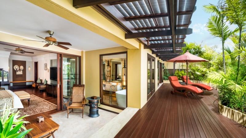 Suasana salah satu kamar mewah di Hotel St Regis Bali