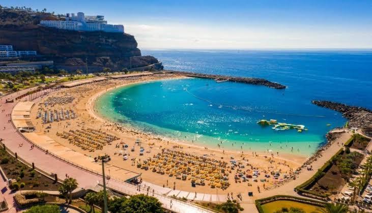 Islas Canarias ofrece seguro contra Covid-19 a los turistas para que visiten sus playas