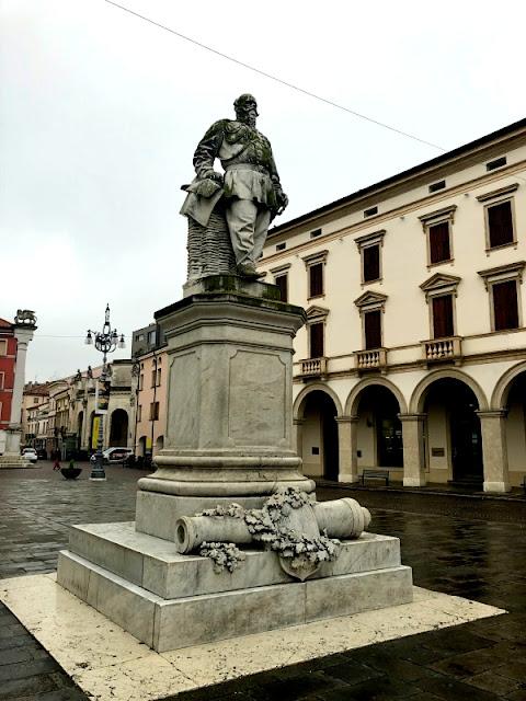 ROVIGO-MONUMENTO-VITTORIO-EMANUELE