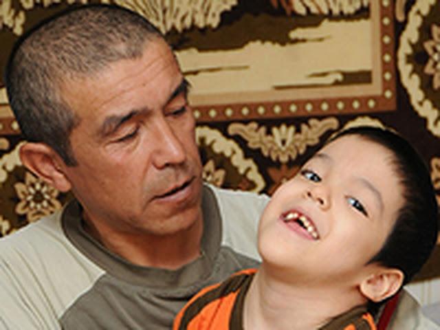В Астрахани мать бросила сына-инвалида, а отец отказался отдавать ребенка в интернат