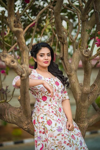 Anchor Sreemukhi Latest Hot Photoshoot Pics Navel Queens