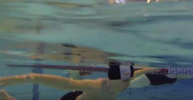 eleve dans l'eau en immersion passive