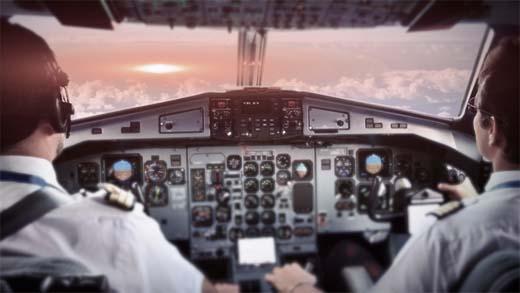 Pilotos comerciales se comunican con OVNI usando las luces de los aviones