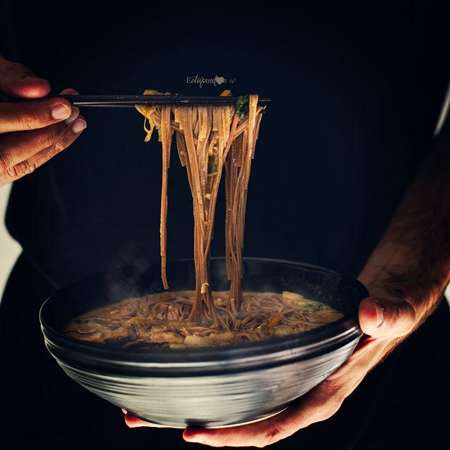 sopa-miso-con-fideos-quinoa-y-verduras