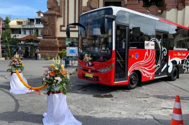 One Hundred and Five General Community Transportation Buses Introduced at Bali