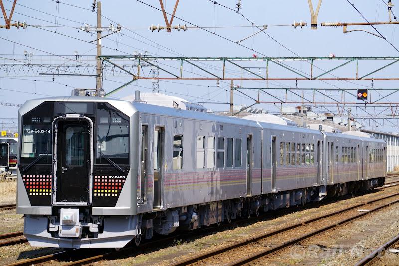 新津運輸区に停車するGV-E400系