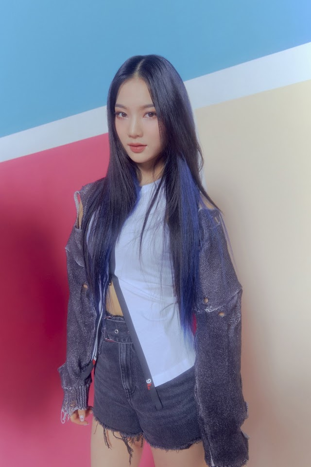 Knetz in love with STAYC J and ISA's new concept photo teaser for the upcoming comeback!
