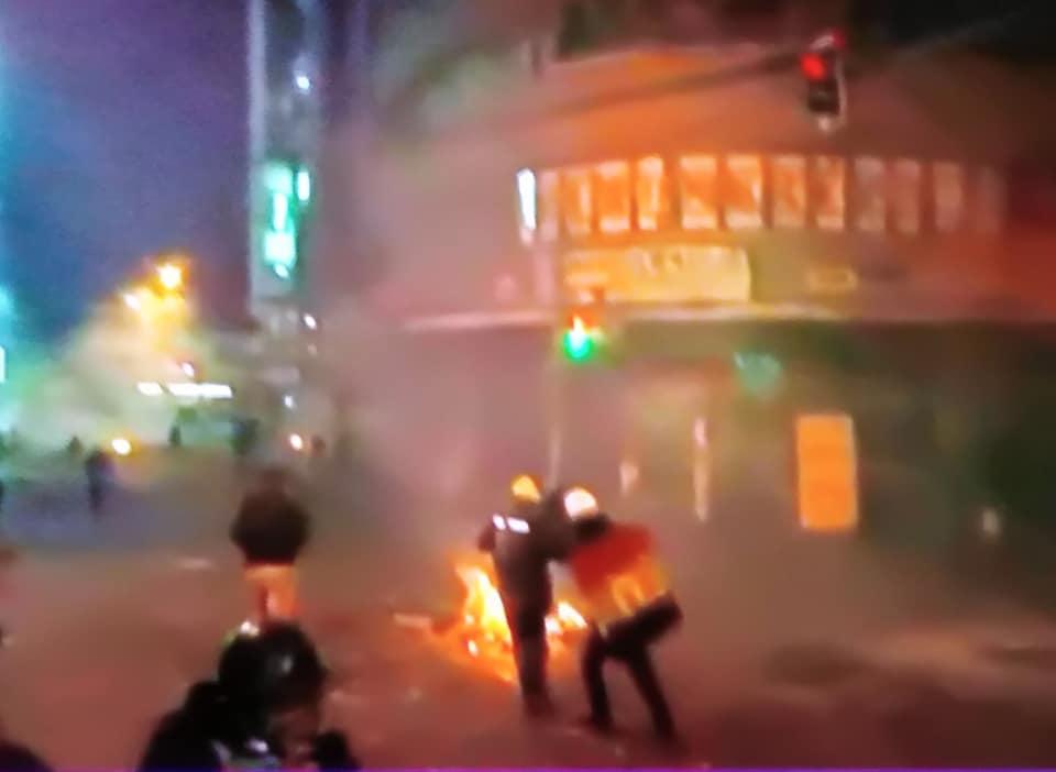 Violencia, represión y gasificación se vivió la noche del martes en el centro paceño / RRSS