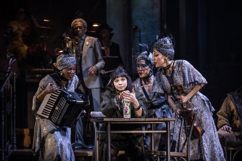 Pertunjukan teater bertajuk Hadestown di Broadway