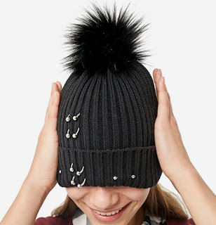 https://www.stradivarius.com/fr/femme/nouveau/bonnet-knit-piercings-c1390561p300365281.html?colorId=001