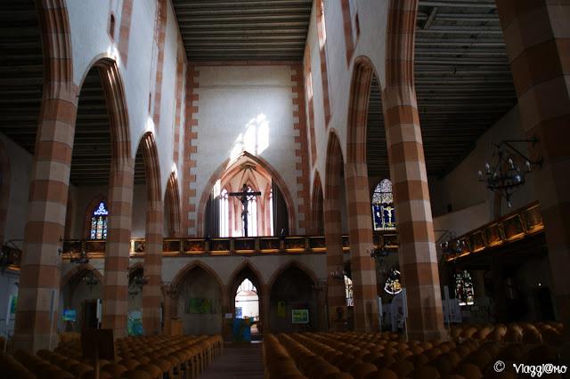 La chiesa protestante di Saint Mathieu dalla vetrata più antica della città