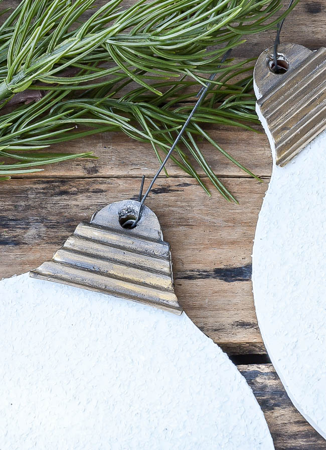 DIY Dollar Tree ornament using Diamond Dust