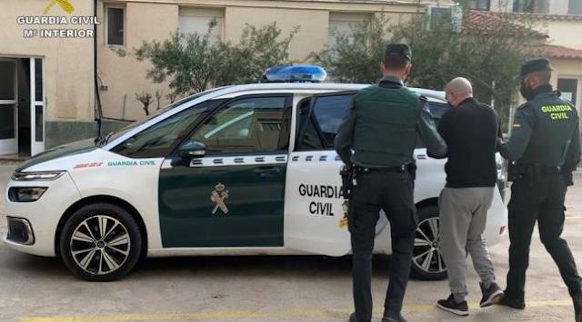 Detenidas dos personas implicadas en varios robos con violencia en Ibi y Callosa de Segura