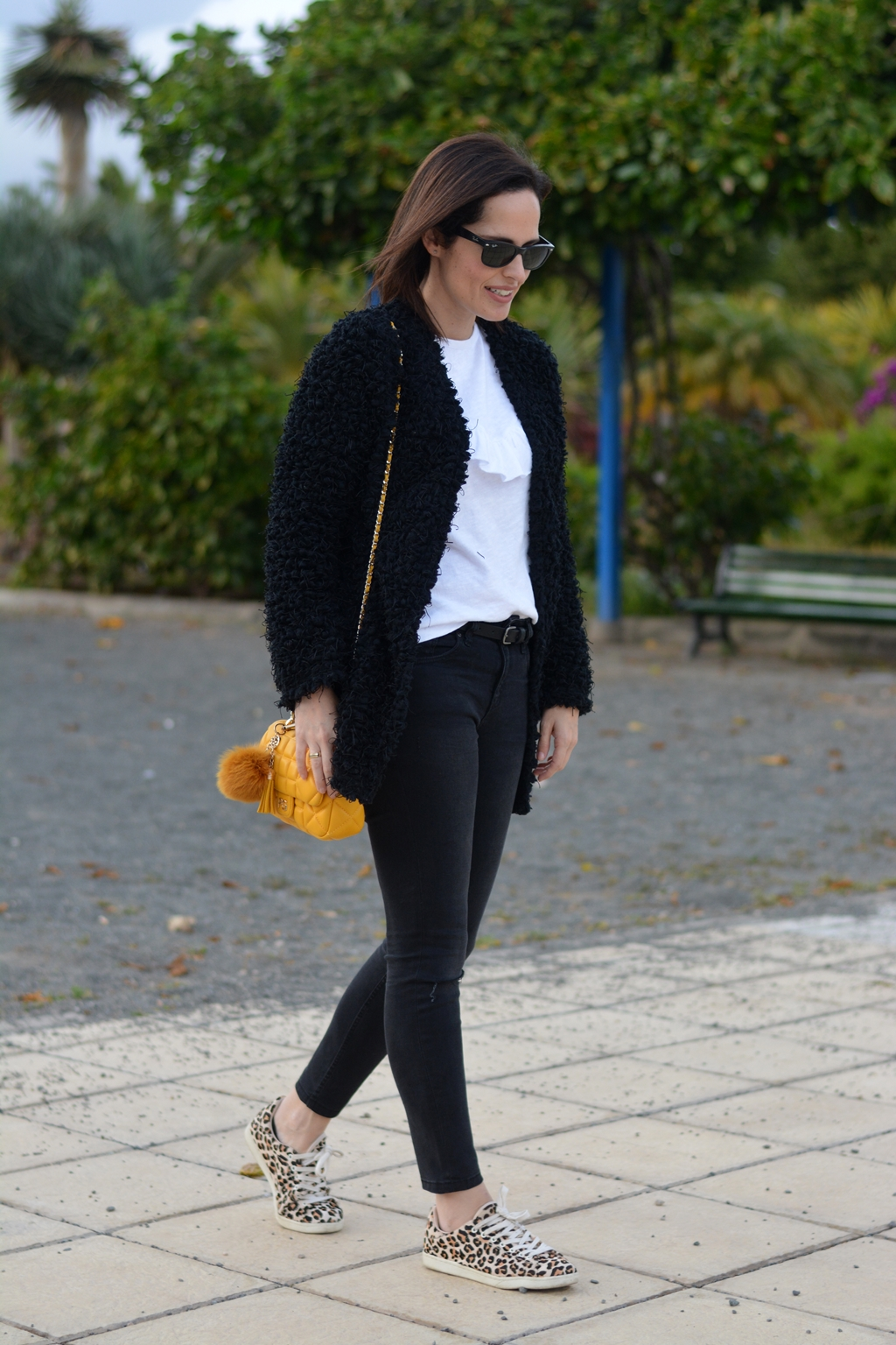 yellow-bag-blanco-negro-outfit-streetstyle