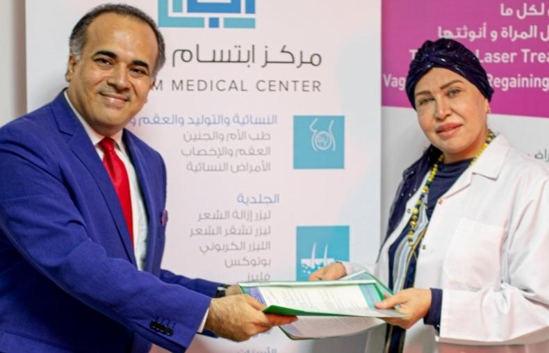 طبيبة عراقية مع الزميل الصحفي أحمد طقش
