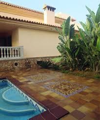 Estilos toscanos y decorados provenzales para piscinas.