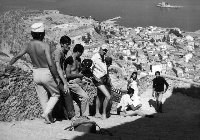 """Σπύρος Φωκάς και Θόδωρος Ρουμπάνης συναντήθηκαν 54 χρόνια μετά την ταινία """"Ντάμα Σπαθί"""" στο Ναύπλιο"""