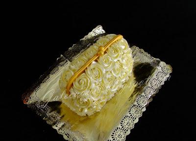 tarta bolsito con rosas de crema de mantequilla