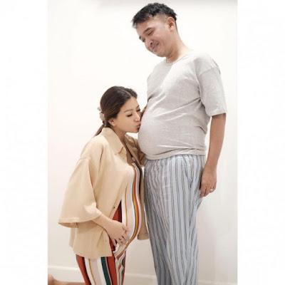 4 Artis Pria Yang Menirukan Gaya Parodi Kehamilan Istrinya, Seperti Baim Wong