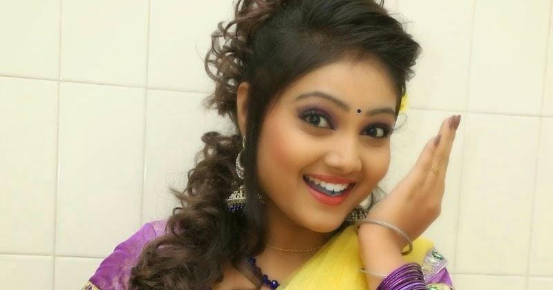 New Actress Priyanka Hot Navel Exposing In Half Saree