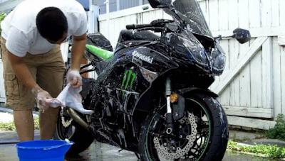 """10 Cara Mudah!! Mencuci Sepeda Motor """"Agar Hasilnya Optimal"""""""