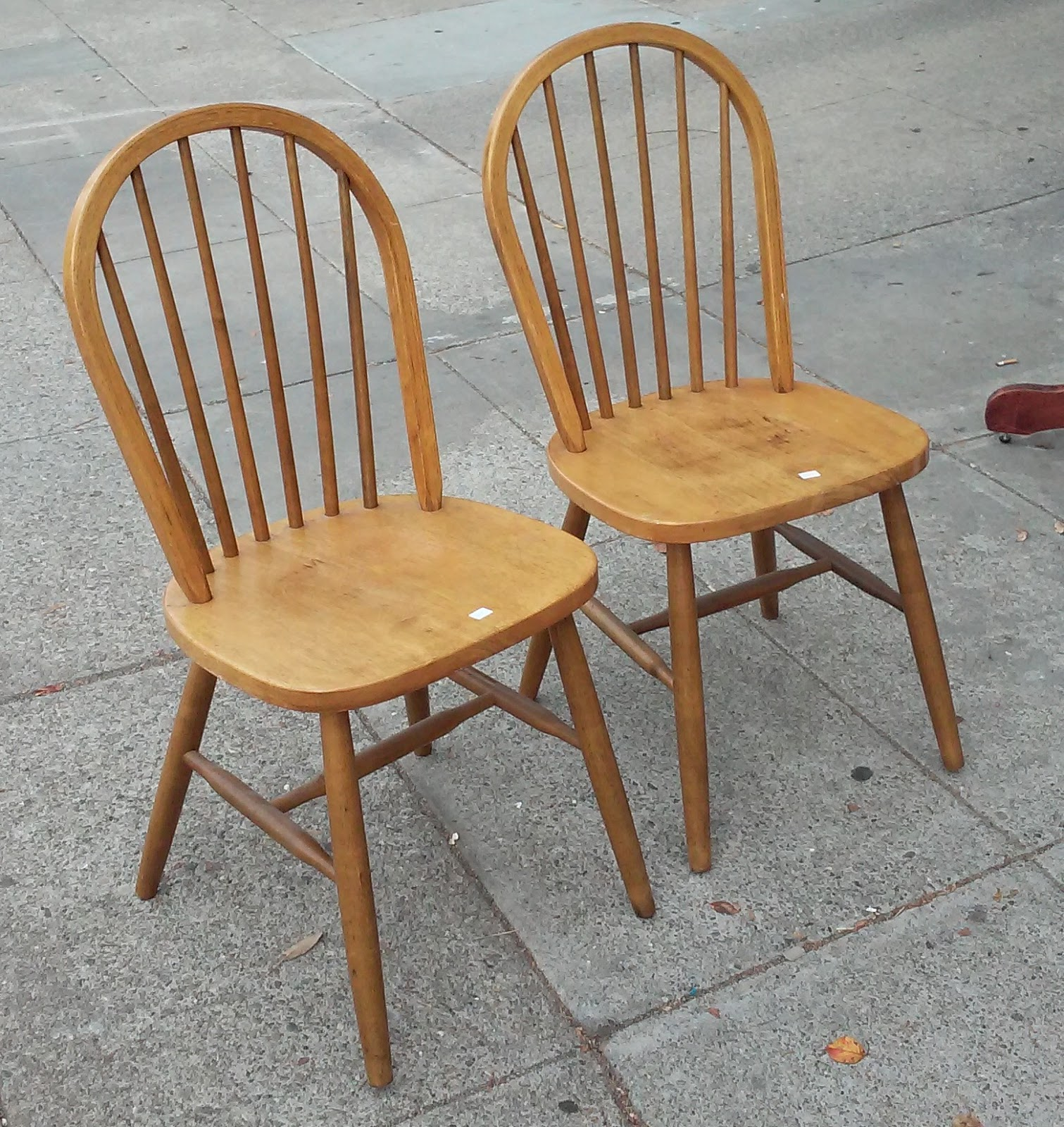 an analysis of the windsor chair Windsor chair a windsor chair is a chair built with a solid wooden seat into which  microwear analysis of the mousterian stone tools used by the neanderthals.