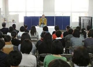 演会講師・三遊亭楽春の健康&コミュニケーション講演会の風景。