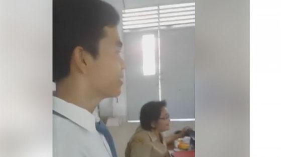 Video Siswa Nembak Cewek di Depan Guru Dalam Kelas