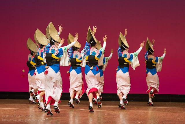 東京新のんき連、セシオン杉並まつりの舞台踊りの写真