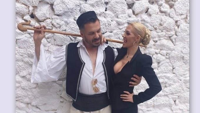 Σάσα Μπάστα & Αλέξης Πρεβενάς στην επιτυχία της χρονιάς ''Μια μοντέρνα απ'την Αθήνα''