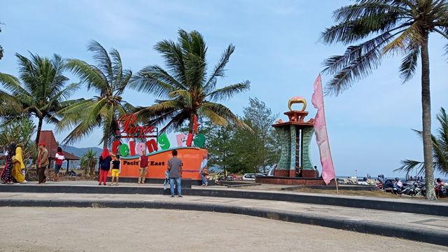Gerbang Pantai Teleng Ria