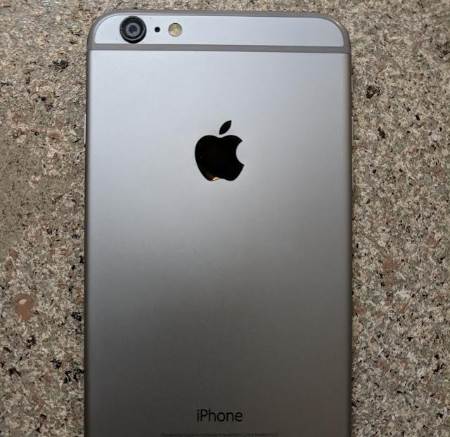 Dispositivo iPhone por detras.