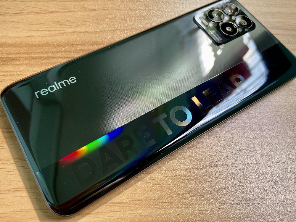 realme 8 - Design