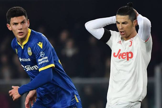 Verona 2-1 Juventus: Hosts' 2 late goals destroy Ronaldo's record-breaking night