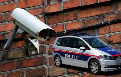 النمسا,إدانة,عناصر,شرطة,بعدما,فضحت,كاميرا,المراقبة,تعاملهم,السيء,مع,مهاجر