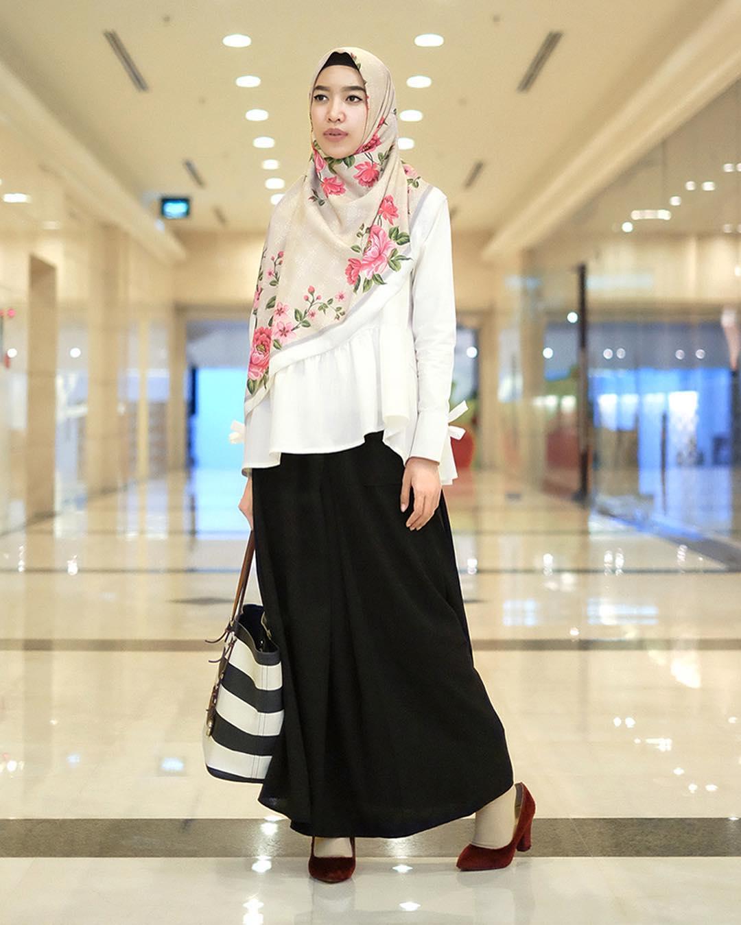 nama artis selebritis fashion designer indonesia berhijab hijabers muslimah pakaian busana syari fashion show event model koleksi rancangan terbaru terkini merk branded terkenal populer internasional lokal berkualitas bagus keren butik outlet