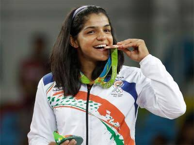 Sakshi Malik First Indian Woman Wrestler Winner Bronze Medal in Olympics Rio 2016 Celebration Indian Flag Medal Rohtak Girl Haryana