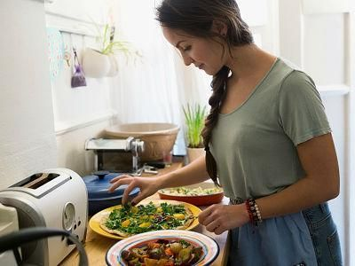 मां लक्ष्मी को प्रसन्न करने के लिए खाना बनाते वक्त इन बातों का ध्यान रखना चाहिए!