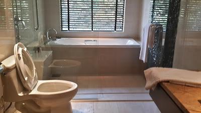 Toilet properties di  Mulu Marriot Resort and Spa