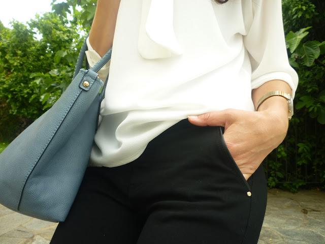 biala koszula blekitna torebka, fashion blogger