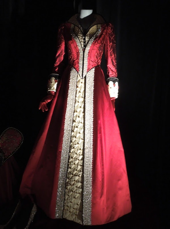 Queen of Hearts Wonderland costume Once Upon a Time