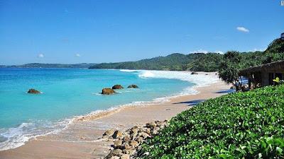 foto keren pantai nihiwatu air laut biru di sumba