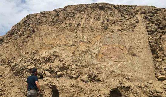Il murale del dio ragno con il coltello è stato scoperto in un sito cerimoniale di 3.200 anni fa in Perù.