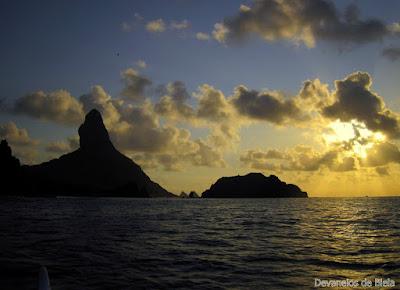Fernando de Noronha - canoa havaiana fim de tarde
