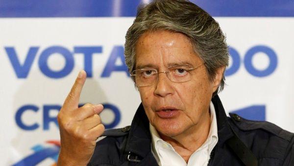 Notario de Guillermo Lasso es su socio en empresas offshore