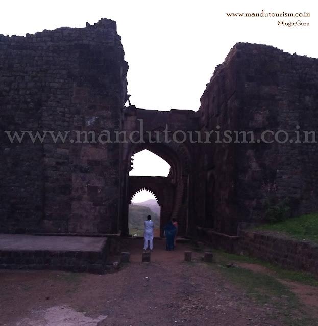 Information about delhi darwaza mandu
