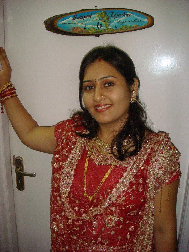 Mature Aunties Very Sexy Saree Aunties