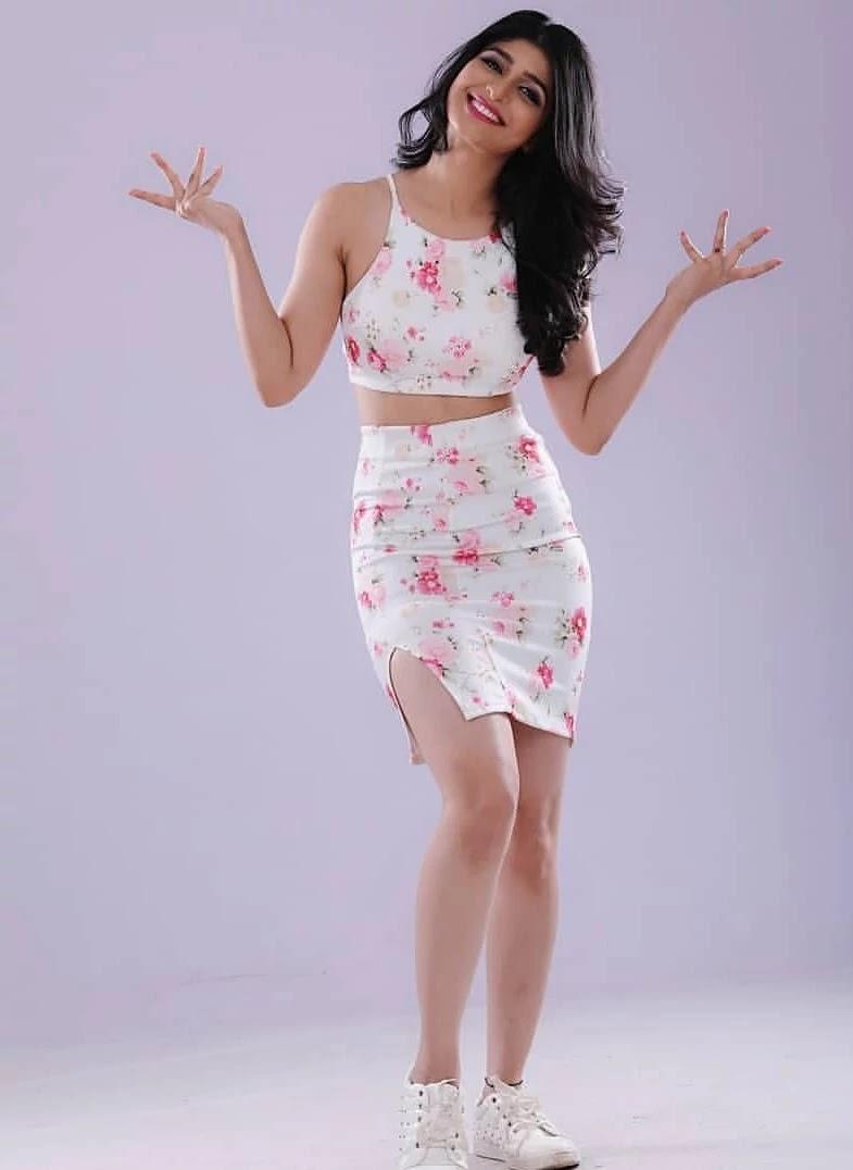 aditi-prabhudeva-hot-sexy-in-white-co-ord-set