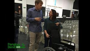 Wanita lumpuh bangkit  berdiri dari kursi roda setelah berdoa di gereja