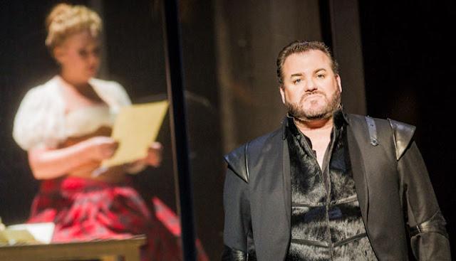 Donizetti: Maria Stuarda - Judith Howarth, Bruce Sledge - Welsh National Opera 2013 (Photo Robert Workman)